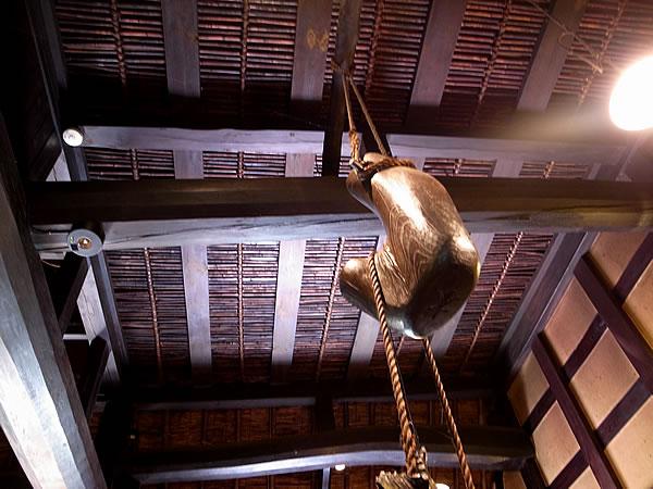 天井の上の煤竹