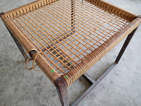 鉄と籐の椅子