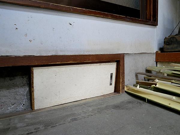 竹工房の小窓