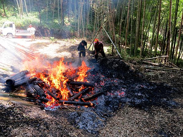 ポーラス竹炭消火