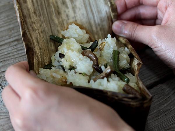 竹皮をチマキに使う