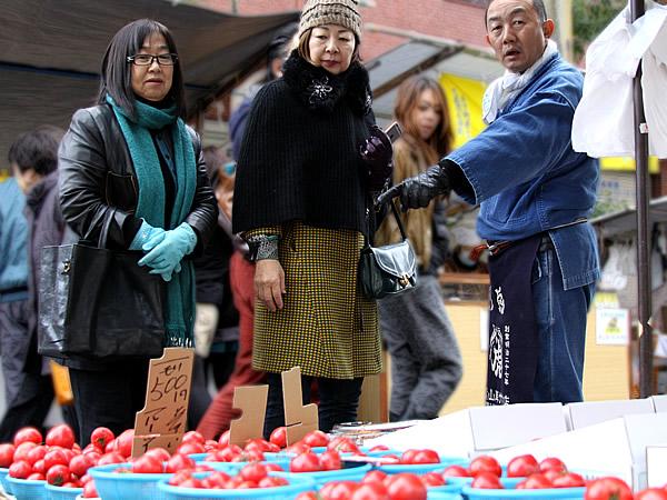 日曜市のトマト