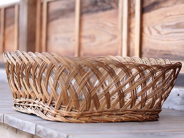 古いメゴ笹洗濯籠