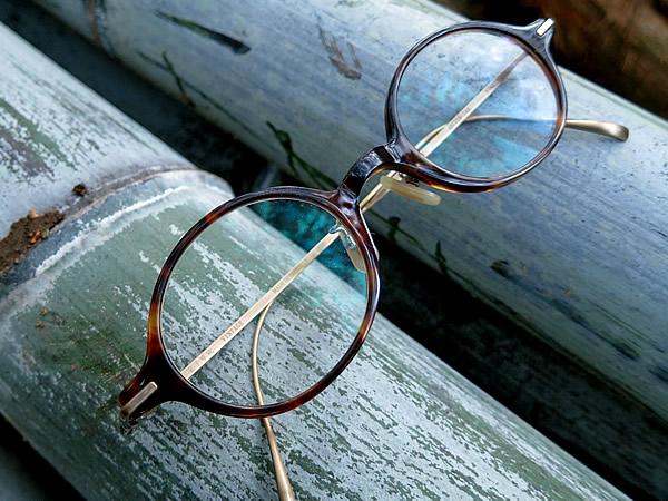 竹林から見つかった愛用メガネ