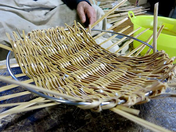 白竹ねじり編み盛籠製作