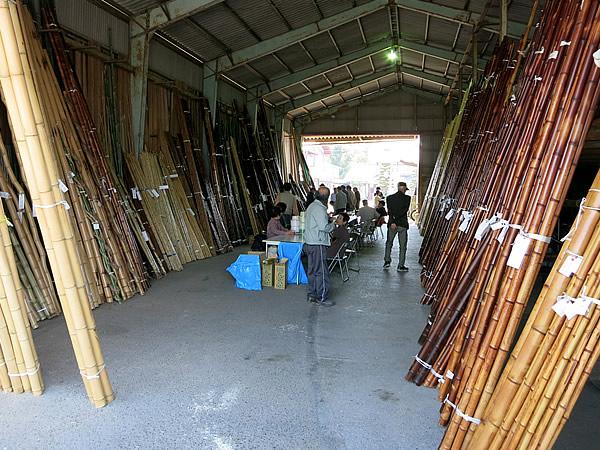 竹セリ市会場