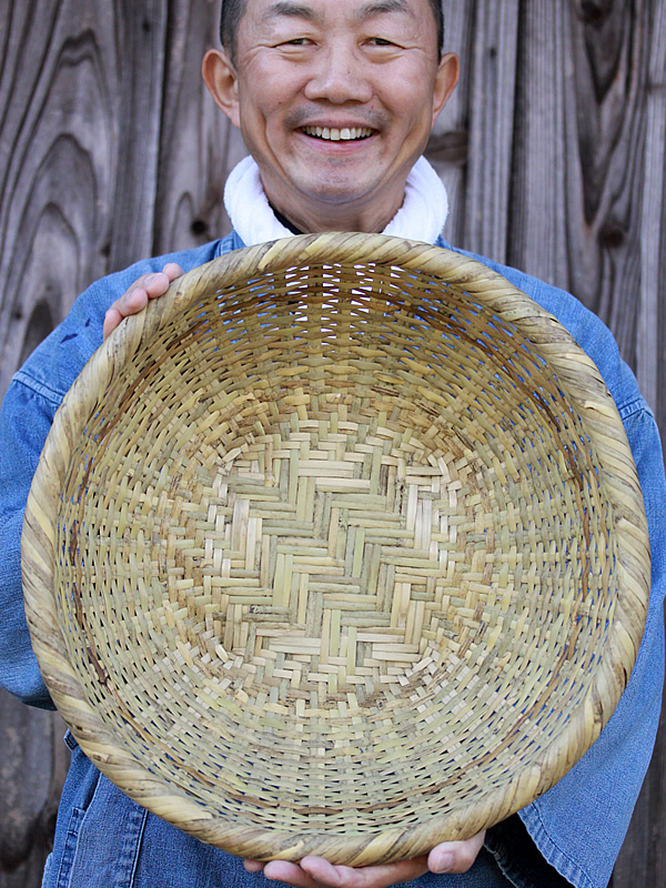 篠竹底編み足付きざる