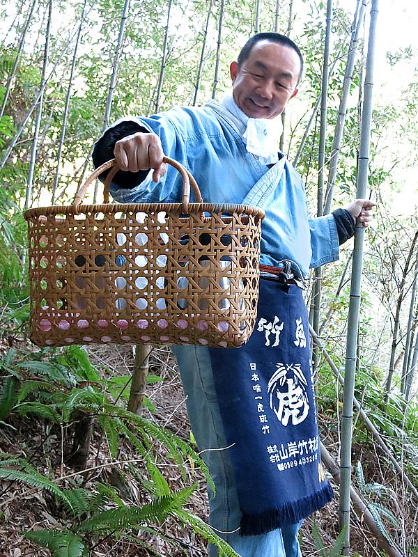 竹林での竹籠