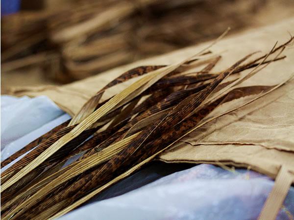 竹皮草履用に短冊にした竹皮