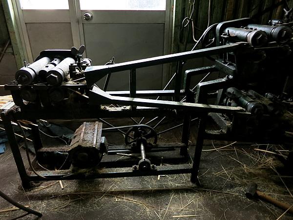 竹剥ぎ機械