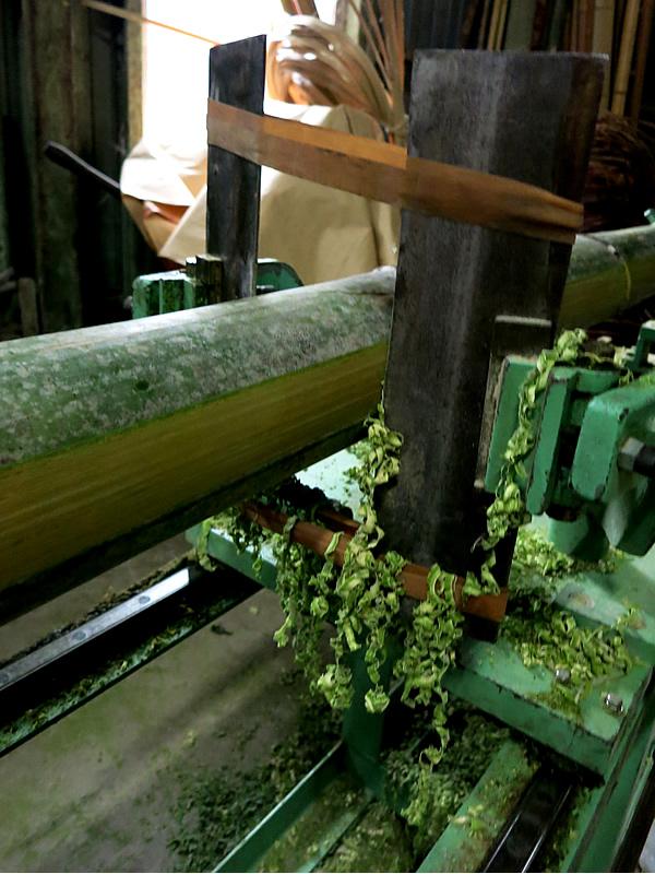 孟宗竹を「磨く」機械の刃