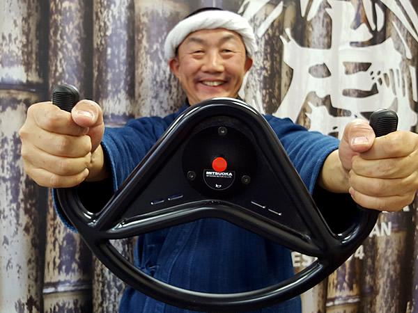 竹虎四代目(山岸義浩、YOSHIHIRO YAMAGISHI、TAKETORA)、日本唯一の虎竹自動車のステアリング