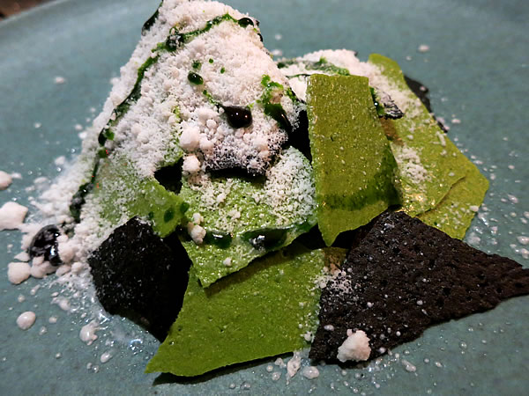レストランA.T、田中淳(Atsushi Tanaka)さん竹炭を使ったcamouflage