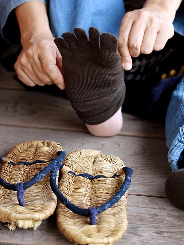 竹皮草履、五本指ソックス