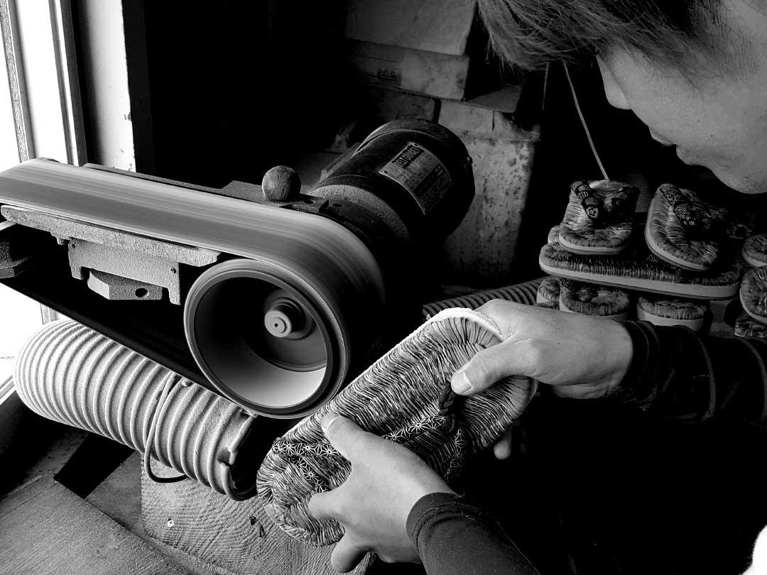 竹皮スリッパ製造