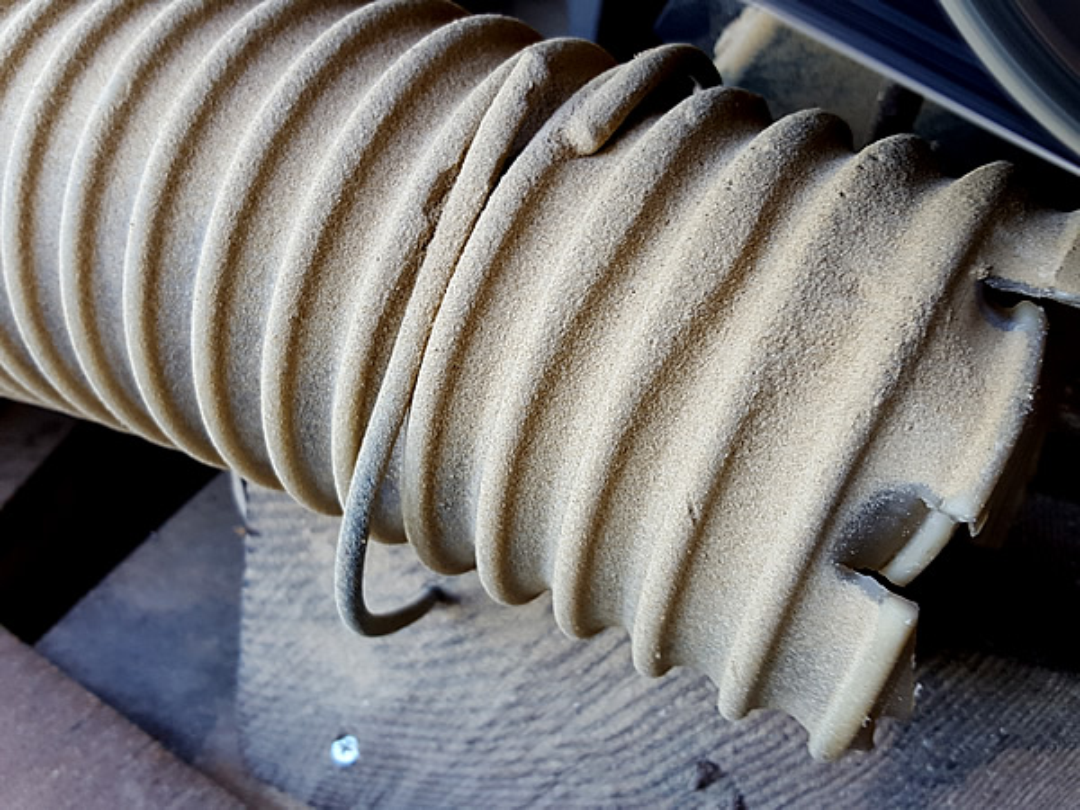 竹皮スリッパ製造のホコリ