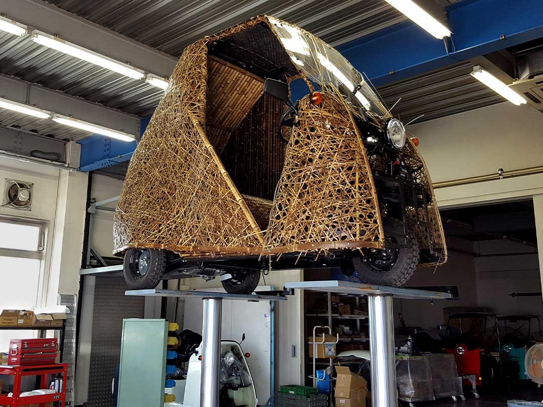 光岡自動車で修理される日本唯一の虎竹自動車