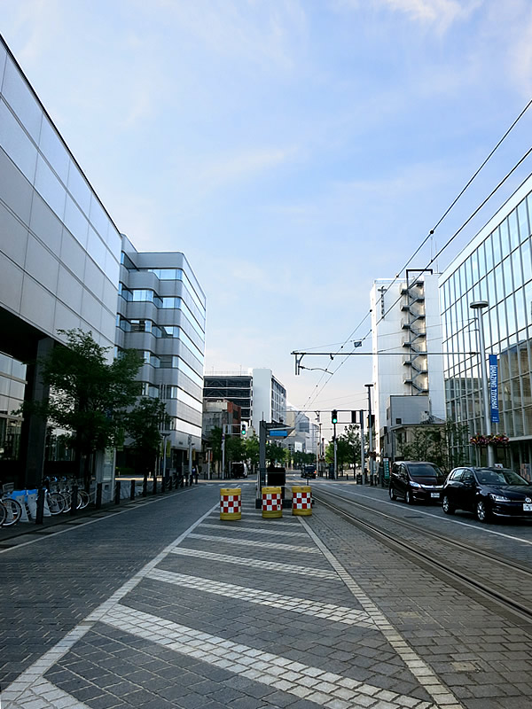 富山市民プラザ前電停