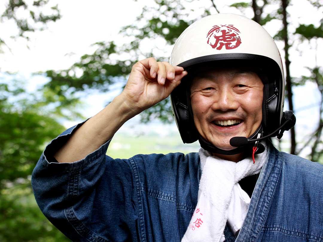 竹虎ロゴマーク入りヘルメット