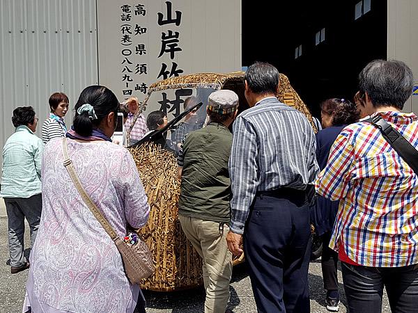 日本唯一虎竹自動車、本社前