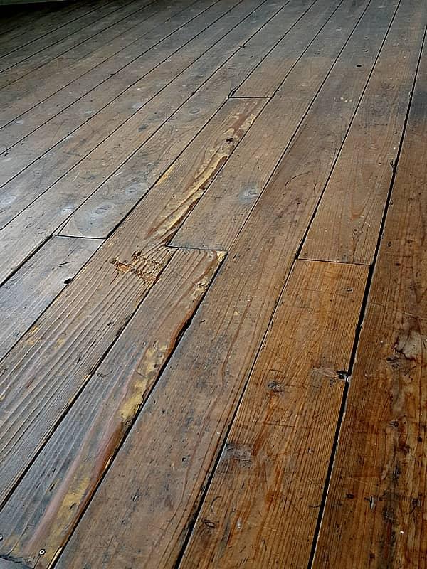 古い校舎床板