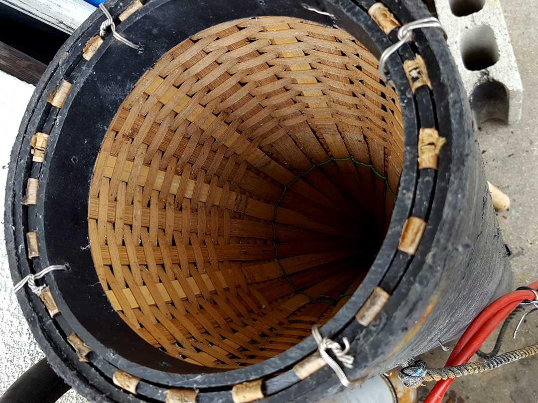 竹製エギの付いたウツボ漁の罠