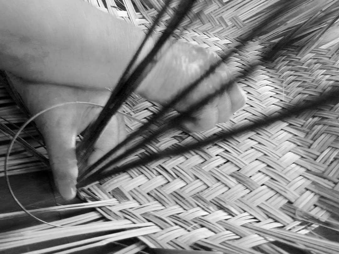 スズ竹市場籠製造、職人