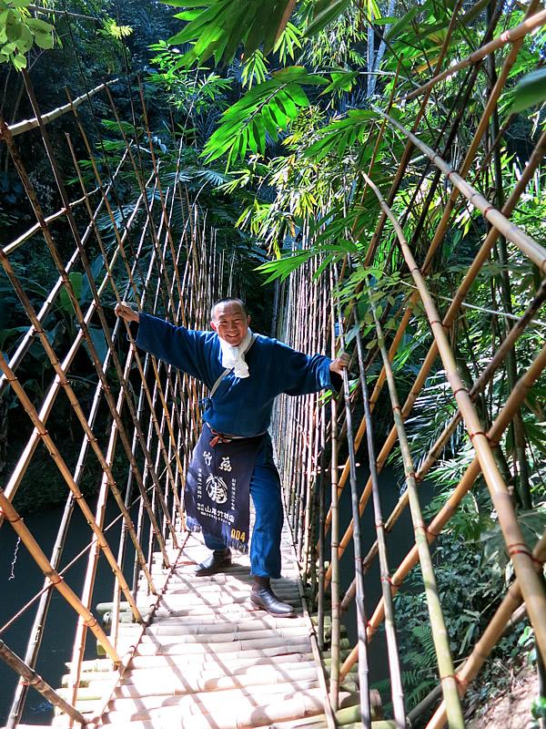 竹の吊り橋、bambu indah
