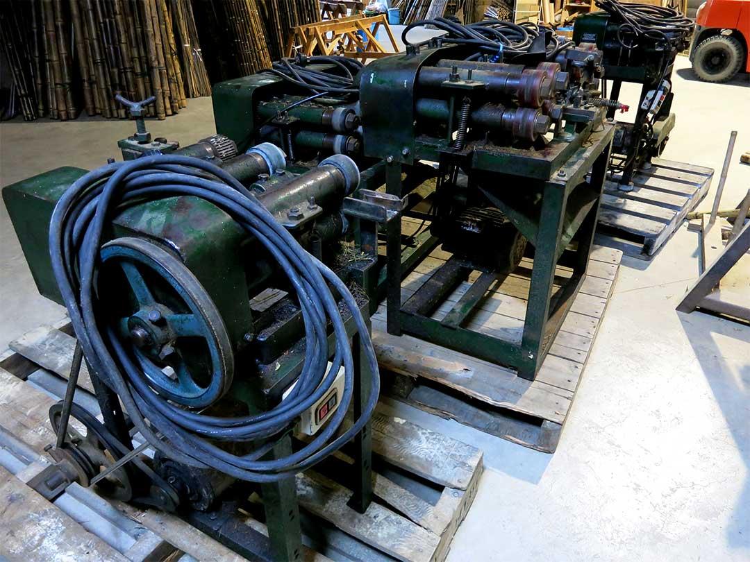 竹のヒゴ取り機械