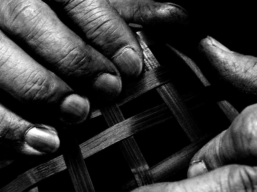 黒編み竹炭籠職人