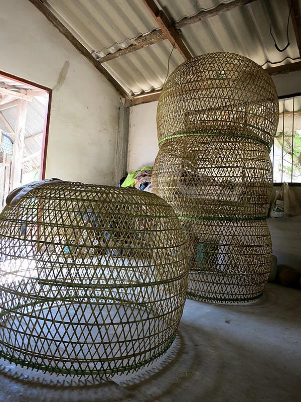 大型の竹製鳥籠