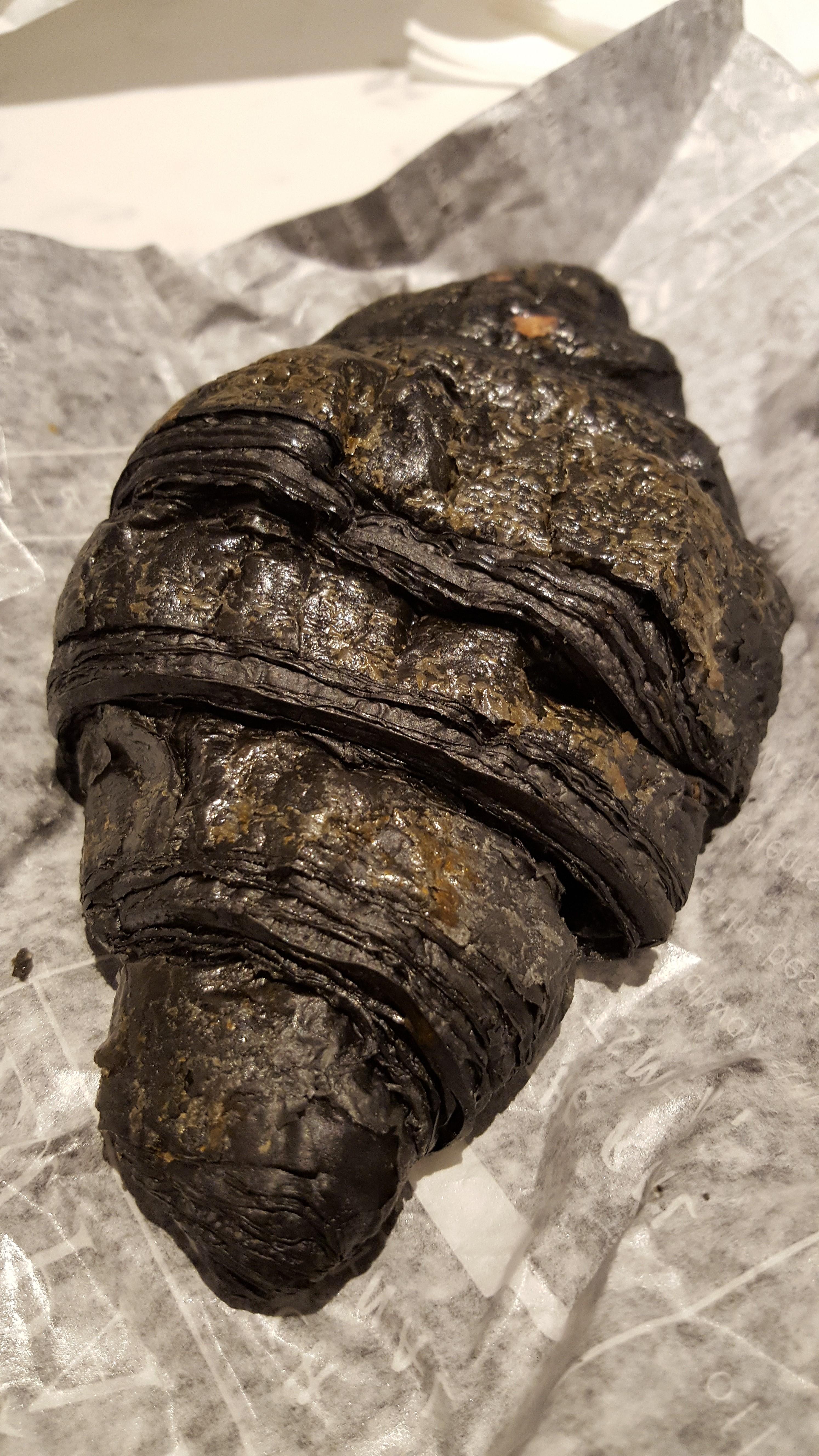 竹炭クロワッサン