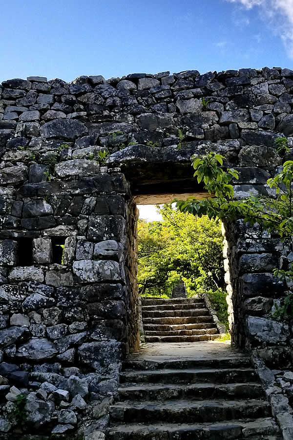 沖縄、今帰仁城の石垣