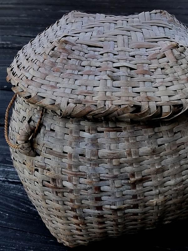 蓬莱竹の蓋付籠