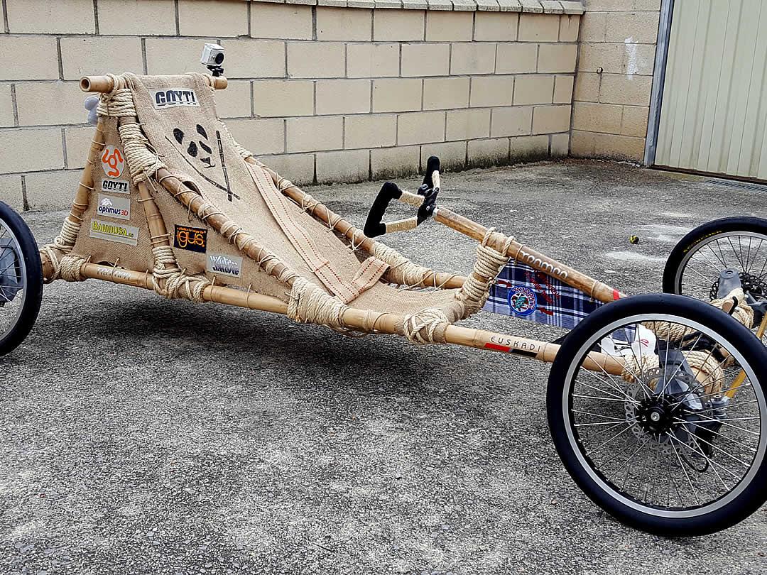 Ivanの竹の車