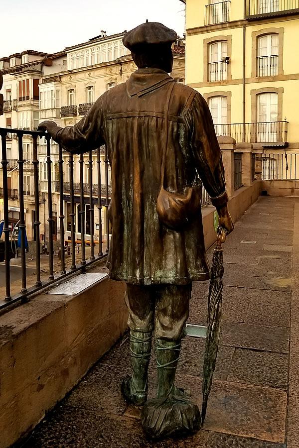 ビトリア銅像