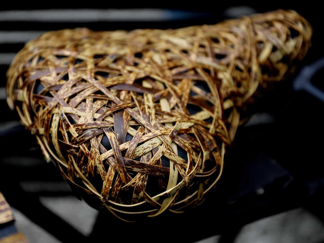 竹虎創業125周年記念製作REIWA-125、虎竹やたらサドル