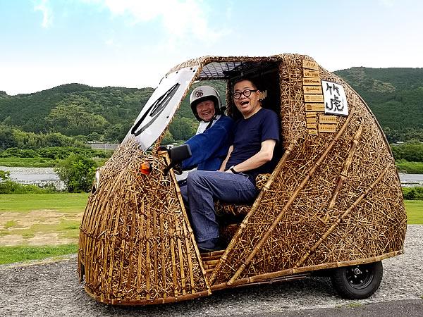 梅原真先生、竹トラッカー