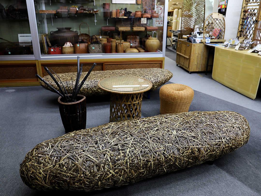 竹虎本店、虎竹ベンチ、竹椅子