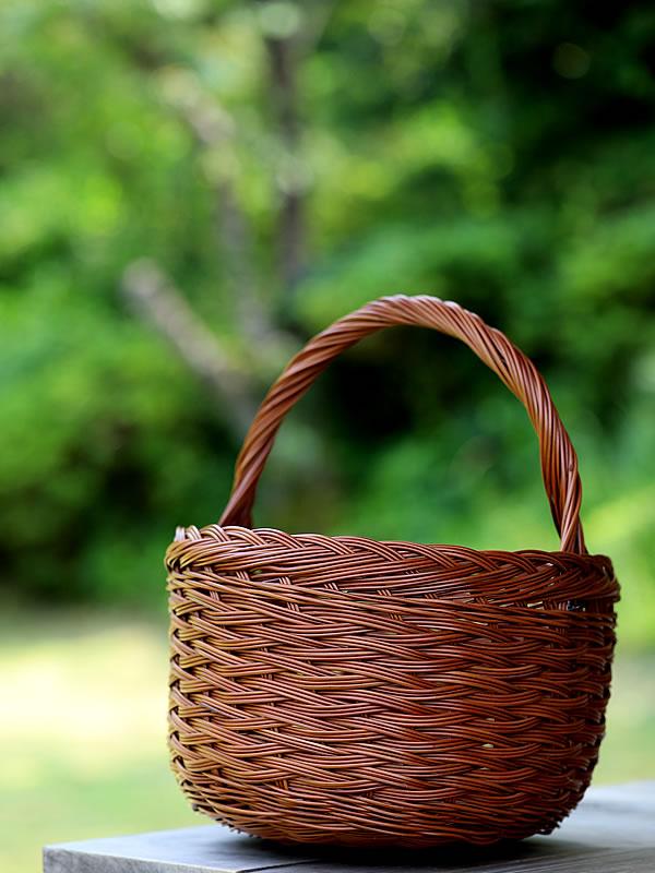 シダ編み手付き籠