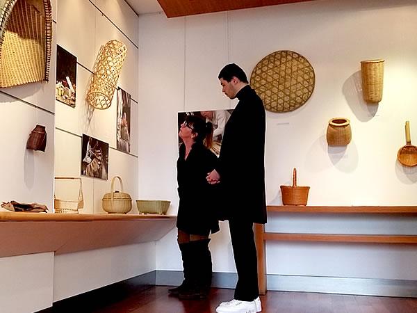 お客様、フランス国内巡回展「日本の日常生活の中の竹」パリ会場