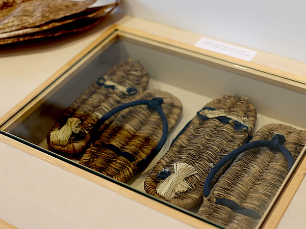 竹皮草履、フランス国内巡回展「日本の日常生活の中の竹」パリ会場