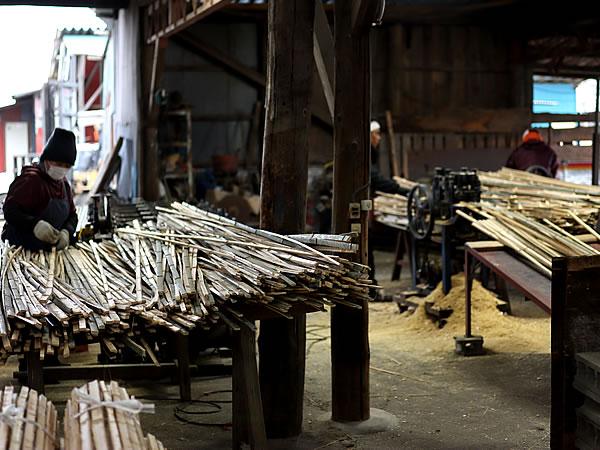 孟宗竹を使ったセンリョウ成育場「楽屋」竹材工場