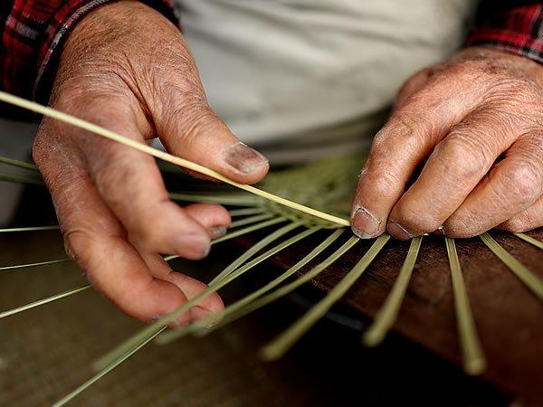 竹職人の手