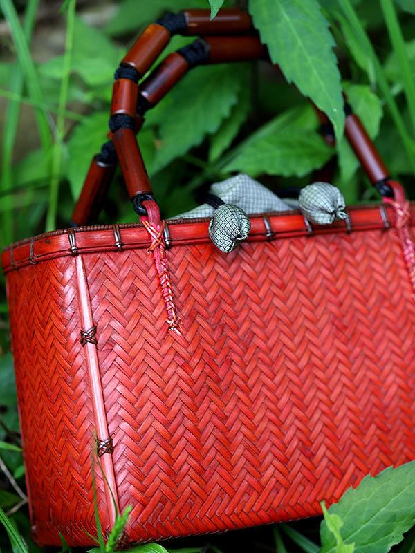 赤い籠バッグ