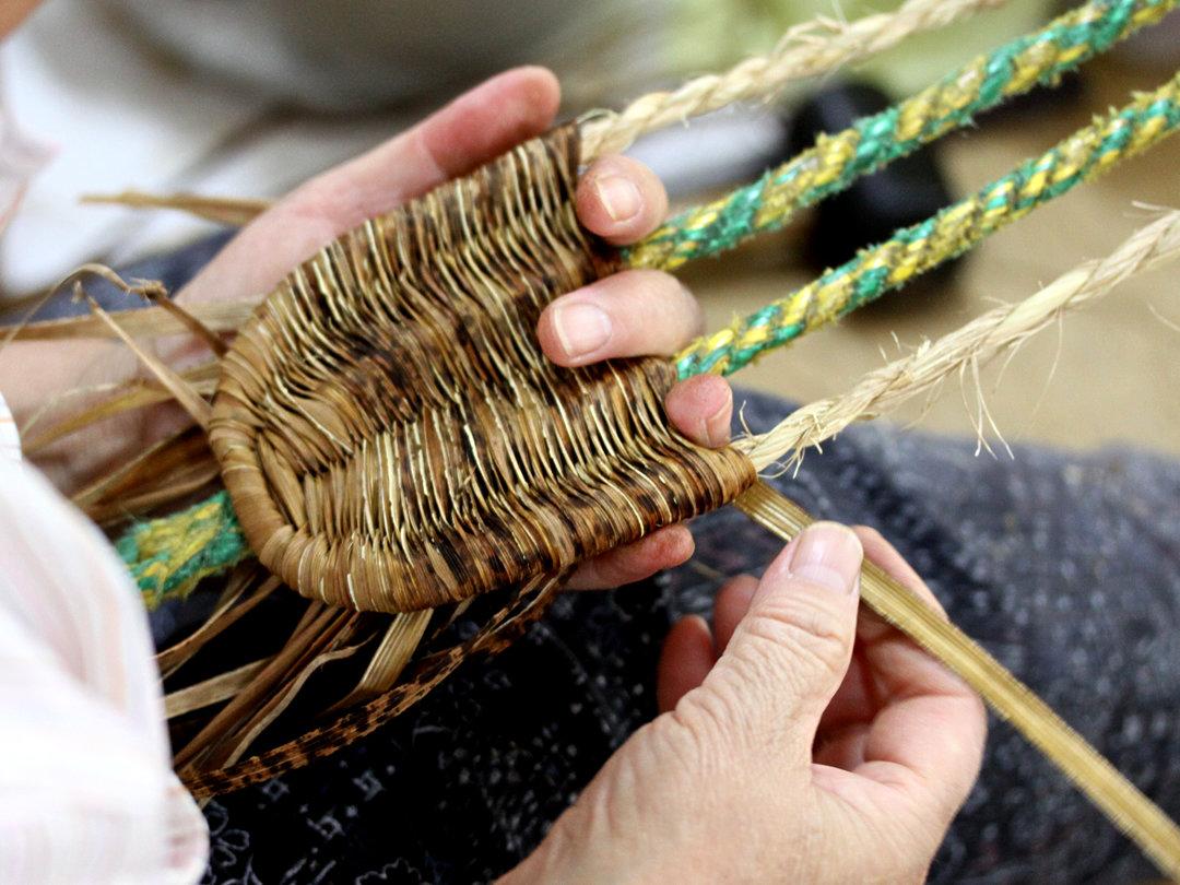 竹皮ぞうり製造
