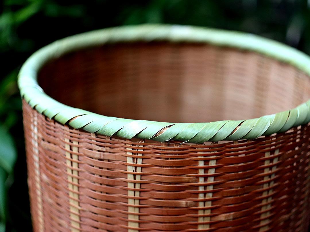 修理した竹籠