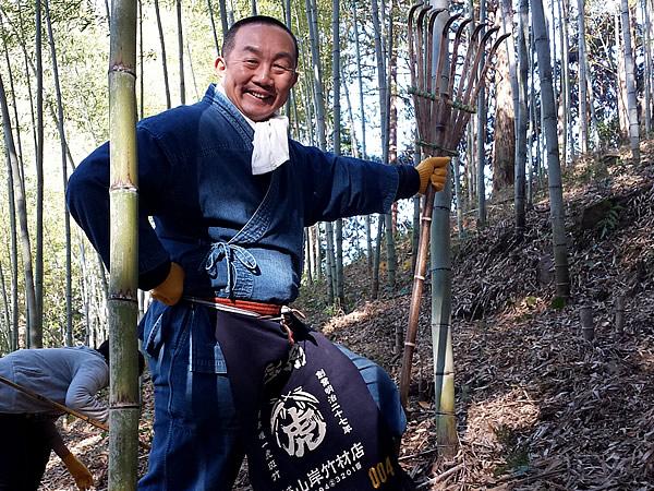 竹林にクマデ