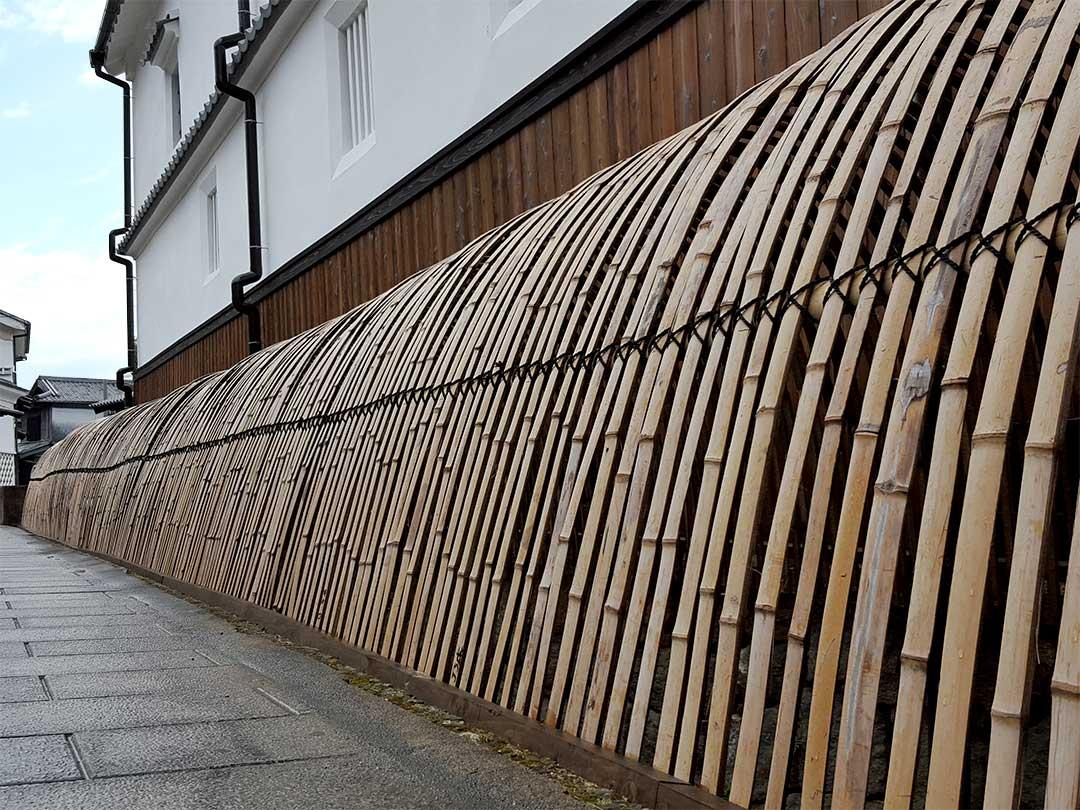 竹原市の犬矢来のように見える柵
