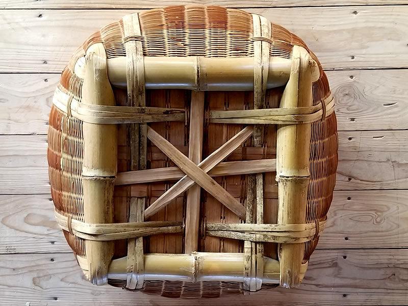 お茶農家の竹籠